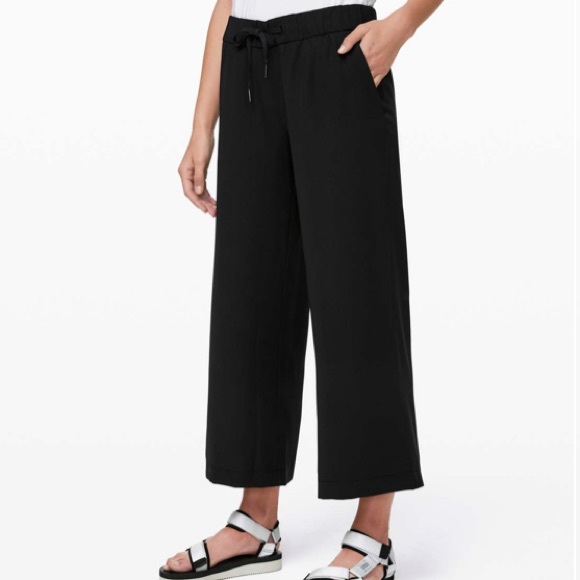 Lululemon On the Fly Wide Leg 7/8 Pant *Woven